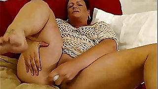 BBW mature wanks on webcam
