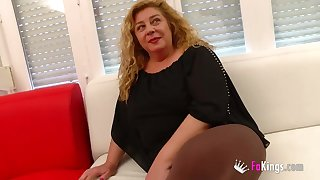 Hot mature massagist fucks her client for us