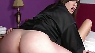 Goth masseuse gets pussy ate by client