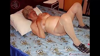 omageil mature ladies pictured while having fun