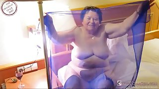 omageil extra old amateur grandmas enjoying